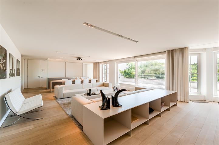 Fabuleus design appartement (210 m²) met een gevelbreedte van 13m in het prestigieuse en rustige kader van het domein Tennis...