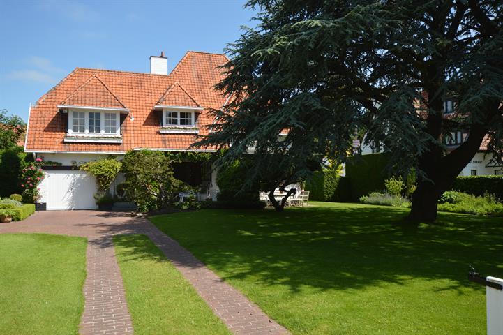 Alleenstaande villa, gelegen in het Zoute, op een terrein van 1170 m², op wandelafstand van het Dominikanenkerkje en de zee....