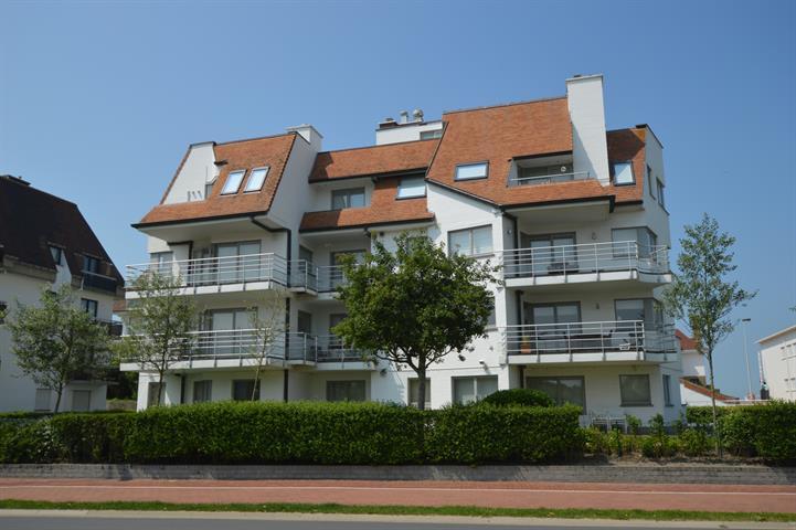 Zeer ruim hoekappartement van +/- 150 m² gesitueerd op de gelijkvloerse verdieping van een villa-residentie in het Zoute op s...